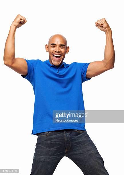 Homem entusiasmado a celebrar com Clenched Fists-isolada
