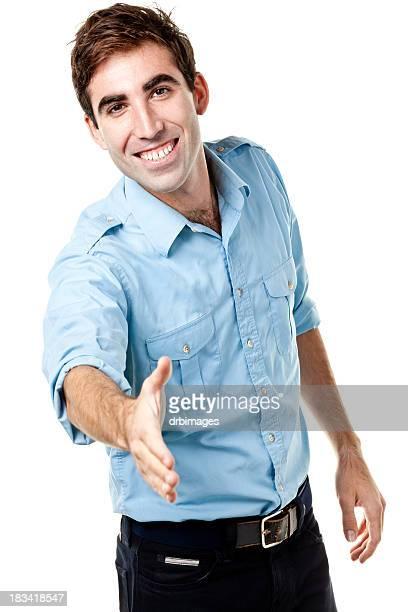 Mano de hombre joven entusiasta ofrece