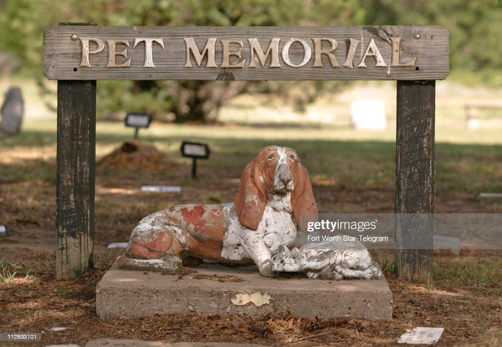 Entrance area of the Smoke Rise Farm pet cemetery in Azle, Texas, Thursday June 8, 2006.