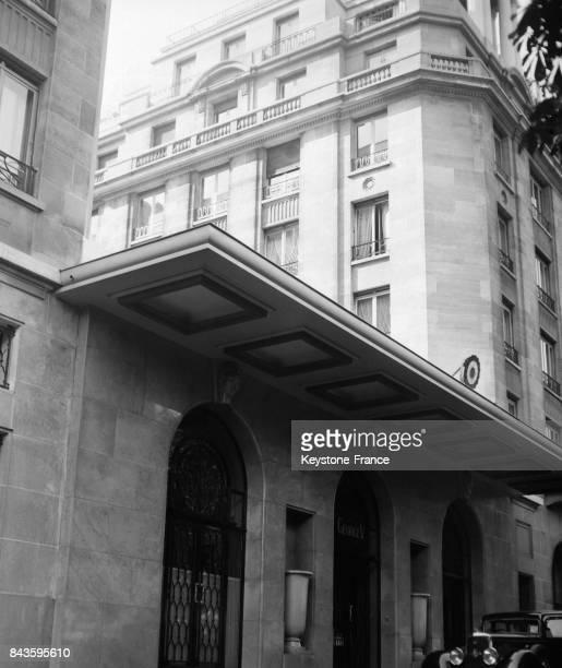 Entrée de l'Hôtel Georges V à Paris France circa 1940