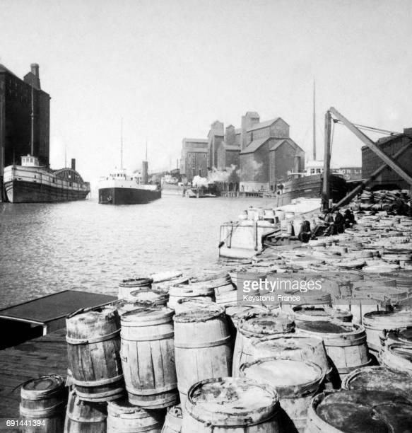 Entrée du canal Erié à Buffalo New York EtatsUnis au début du XXe siècle