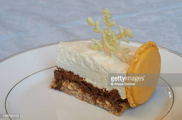 Entremet (cake with layers)
