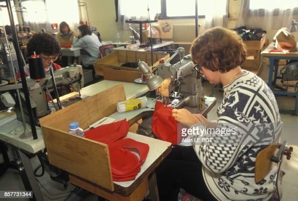 Entreprise de confection Bidermann Uniformes a SaintePazanne en LoireAtlantique fabrication de couvrechefs le 9 fevrier 1994 a SaintePazanne France