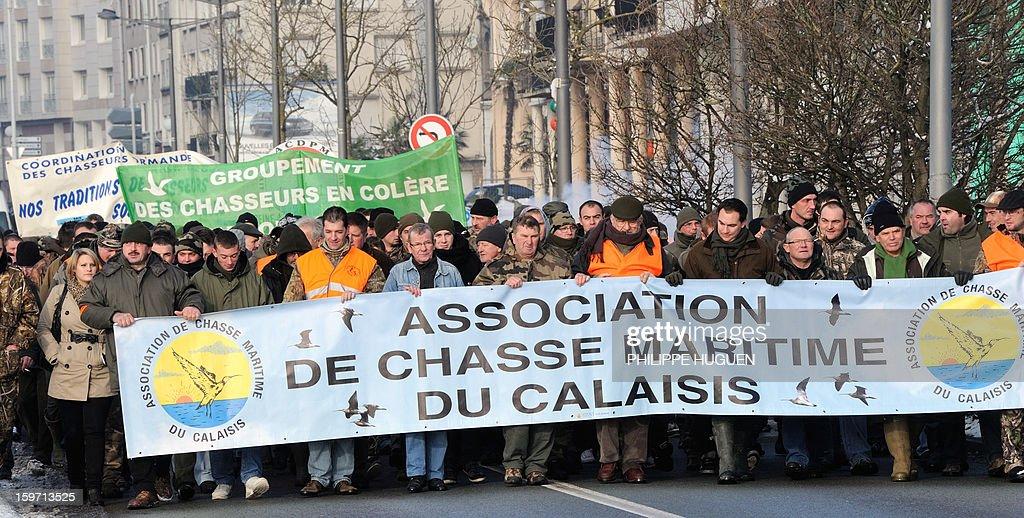 Environ 500 chasseurs de gibier d'eau selon manifestent, le 19 janvier 2013 à Boulogne-sur-Mer, pour dénoncer une réduction des dates d'ouverture de la chasse. AFP PHOTO PHILIPPE HUGUEN