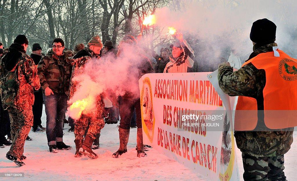 Environ 500 chasseurs de gibier d'eau selon manifestent, le 19 janvier 2013 à Boulogne-sur-Mer, pour dénoncer une réduction des dates d'ouverture de la chasse.