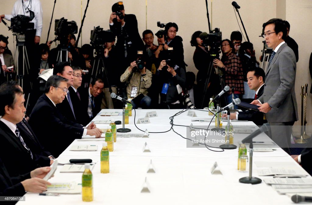Environment Minister <a gi-track='captionPersonalityLinkClicked' href=/galleries/search?phrase=Nobuteru+Ishihara&family=editorial&specificpeople=2258645 ng-click='$event.stopPropagation()'>Nobuteru Ishihara</a> (1st R) speaks while Fukushima prefecture governor Yuhei Sato (2nd L) listens during their meeting on December 14, 2013 in Fukushima, Japan. Ishihara asked the Fukushima governor and mayors of three towns in the prefecture to accept facilities to temporarily store soil and other materials contaminated with radioactive substances.
