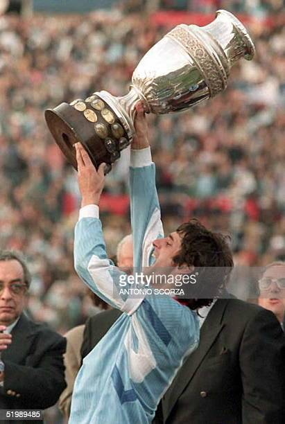 Enzo Francescolicaptain of the Uruguayan national soccer selection lifts the Copa America 1995 up in the air 23 July after his team beat Brazil in...