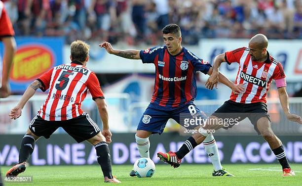 Enzo Kalinski of San Lorenzo fights for the ball with Juan Sebastian Veron of Estudiantes during a match between San Lorenzo and Estudiantes as part...