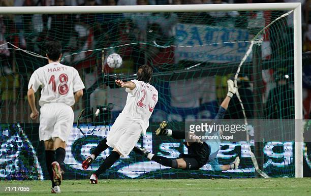 Enzo Maresca of Sevilla scoring the third goal during the UEFA Super Cup between FC Barcelona and FC Sevilla at the Stadium Louis II on August 25...