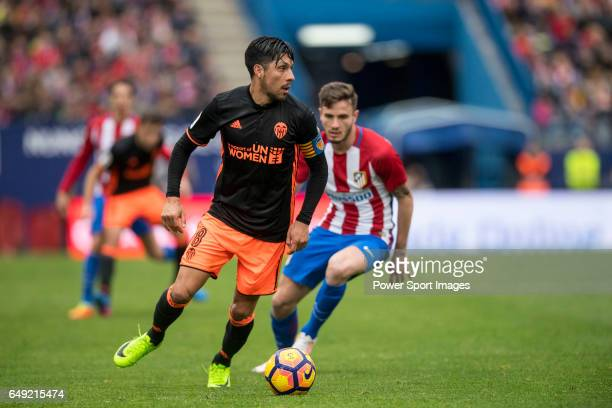 Enzo Nicolas Perez of Valencia CF runs with the ball during the match Atletico de Madrid vs Valencia CF a La Liga match at the Estadio Vicente...