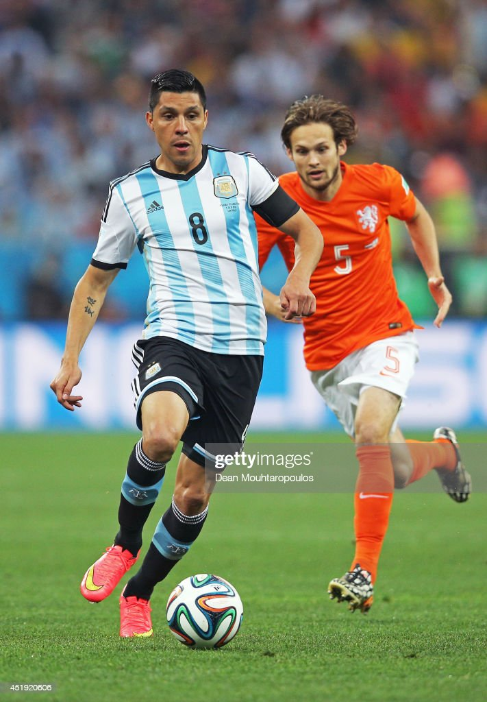 <a gi-track='captionPersonalityLinkClicked' href=/galleries/search?phrase=Enzo+Perez&family=editorial&specificpeople=3275855 ng-click='$event.stopPropagation()'>Enzo Perez</a> of Argentina controls the ball against <a gi-track='captionPersonalityLinkClicked' href=/galleries/search?phrase=Daley+Blind&family=editorial&specificpeople=5566498 ng-click='$event.stopPropagation()'>Daley Blind</a> of the Netherlands during the 2014 FIFA World Cup Brazil Semi Final match between the Netherlands and Argentina at Arena de Sao Paulo on July 9, 2014 in Sao Paulo, Brazil.