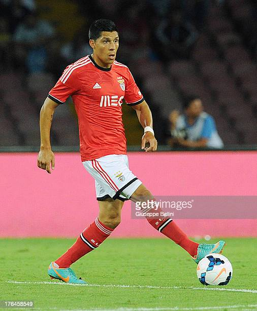 Enzo Perez of Benfca in action during the preseason friendly match between SSC Napoli and SL Benfica at Stadio San Paolo on August 9 2013 in Naples...