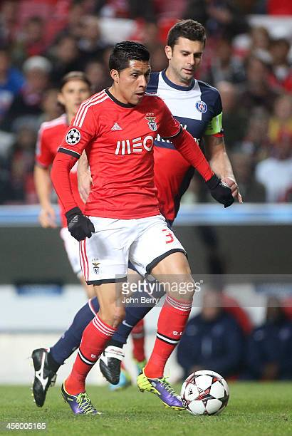 Enzo Perez of Benfica in action during the UEFA Champions League match between SL Benfica and Paris SaintGermain FC at the Estadio de la Luz stadium...