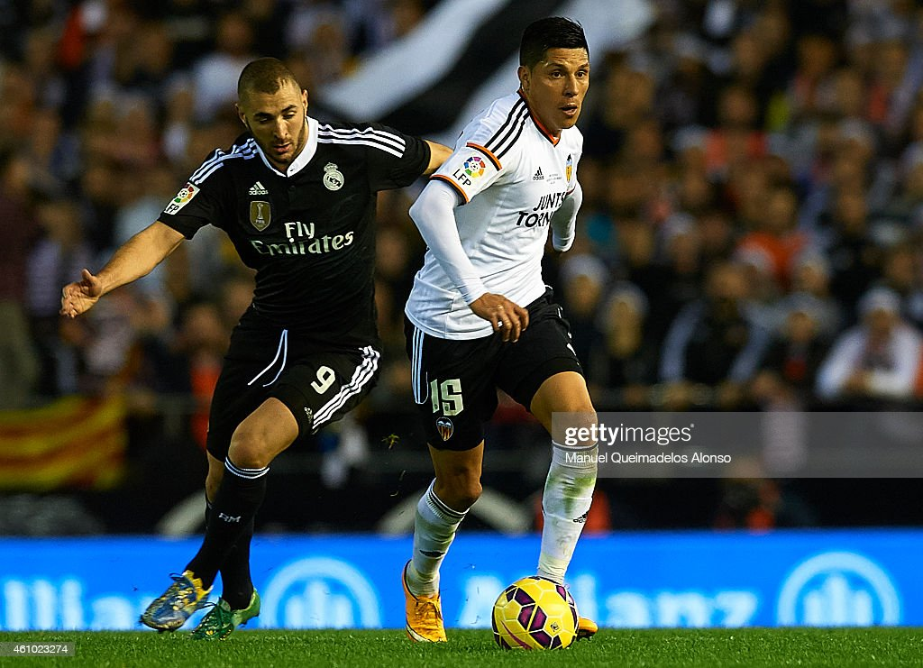 <a gi-track='captionPersonalityLinkClicked' href=/galleries/search?phrase=Enzo+Perez&family=editorial&specificpeople=3275855 ng-click='$event.stopPropagation()'>Enzo Perez</a> (R) of Valencia competes for the ball with <a gi-track='captionPersonalityLinkClicked' href=/galleries/search?phrase=Karim+Benzema&family=editorial&specificpeople=796089 ng-click='$event.stopPropagation()'>Karim Benzema</a> of Real Madrid during the La Liga match between Valencia CF and Real Madrid CF at Estadi de Mestalla on January 4, 2015 in Valencia, Spain.