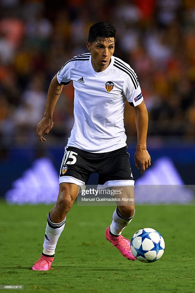 <a gi-track='captionPersonalityLinkClicked' href=/galleries/search?phrase=Enzo+Perez&family=editorial&specificpeople=3275855 ng-click='$event.stopPropagation()'>Enzo Perez</a> of Valencia in action during the UEFA Champions League Group H match between Valencia CF and FC Zenit at the Estadi de Mestalla on September 16, 2015 in Valencia, Spain.
