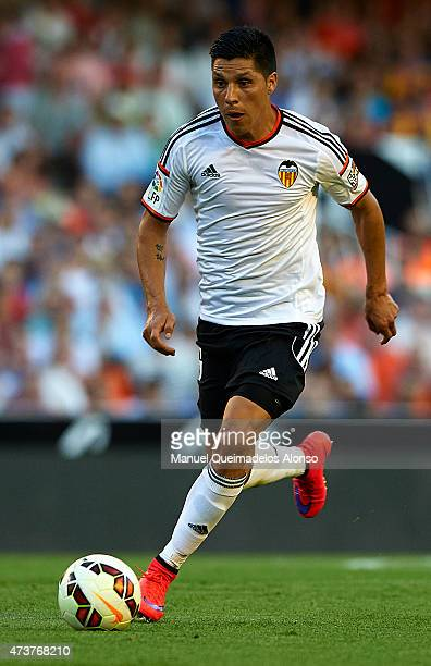 Enzo Perez of Valencia runs with the ball during the La Liga match between Valencia CF and Celta de Vigo at Estadi de Mestalla on May 17 2015 in...