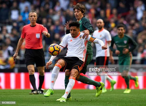 Enzo Perezi of Valencia competes for the ball with Ander Iturraspe of Athletic Club during the La Liga match between Valencia CF and Athletic Club at...