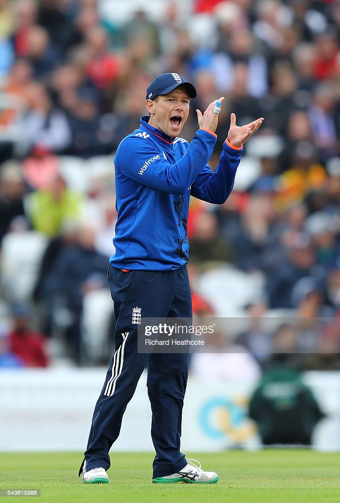 <a gi-track='captionPersonalityLinkClicked' href=/galleries/search?phrase=Eoin+Morgan&family=editorial&specificpeople=689581 ng-click='$event.stopPropagation()'>Eoin Morgan</a> of England shouts instructions during the 4th Royal London ODI between England and Sri Lanka at The Kia Oval on June 29, 2016 in London, England.