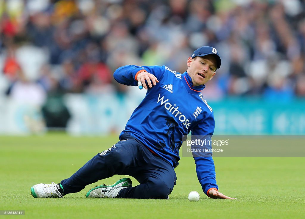 <a gi-track='captionPersonalityLinkClicked' href=/galleries/search?phrase=Eoin+Morgan&family=editorial&specificpeople=689581 ng-click='$event.stopPropagation()'>Eoin Morgan</a> of England slides to field the ball during the 4th Royal London ODI between England and Sri Lanka at The Kia Oval on June 29, 2016 in London, England.