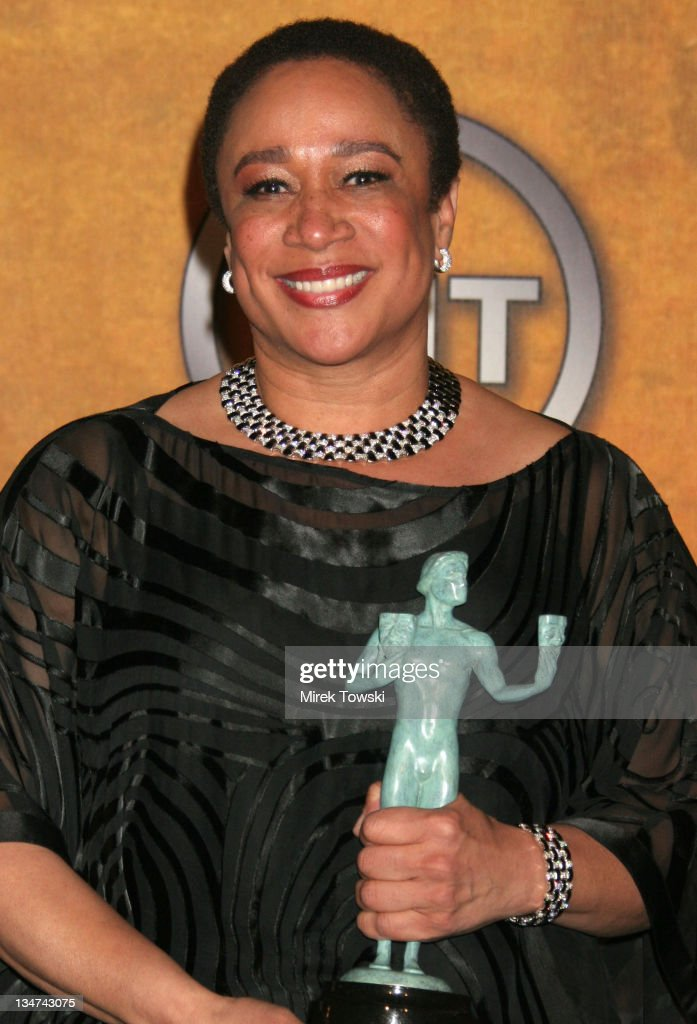 S Epatha Merkerson winner of Outstanding Performance by a Female Actor in a Television Movie or Miniseries for 'Lackawanna Blues'
