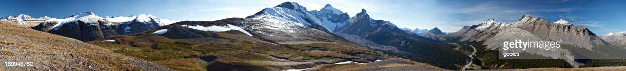 Epic Rocky Mountain Peaks in Landscape