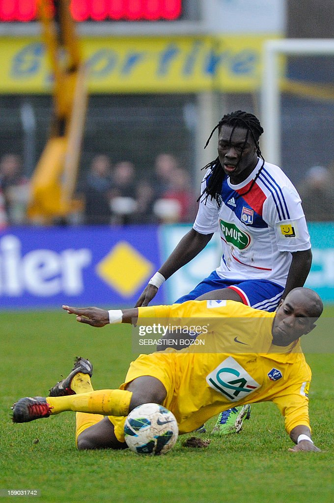 Epinal's French defender Aliou Dembele (R) vies with Lyon's French forward Bafetimbi Gomis (C) during their French cup football match Epinal (SAS) versus Lyon (OL) at the Colombiere Stadium in Epinal, on January 6, 2013.