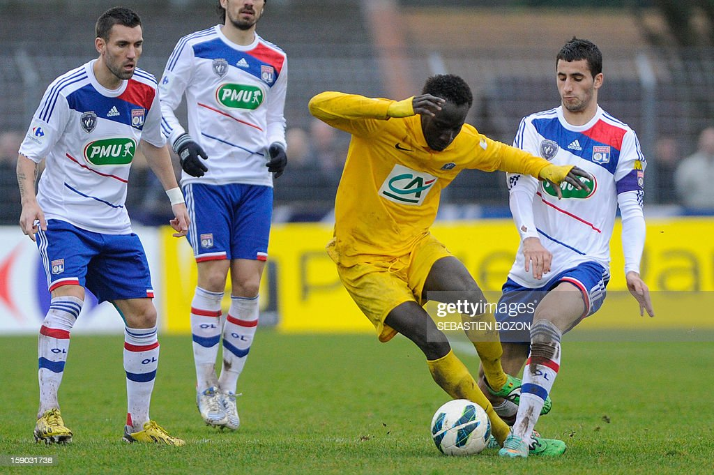 Epinal's Senegalese forward Famara Diedhiou (2ndR) vies with Lyon's French midfielder Maxime Gonalons (R) during their French cup football match Epinal (SAS) versus Lyon (OL) at the Colombiere Stadium in Epinal, on January 6, 2013.