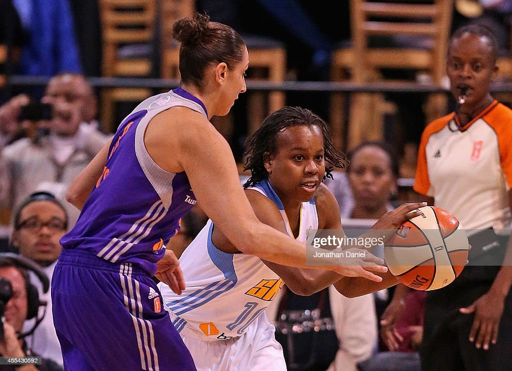Epiphanny Prince of the Chicago Sky looks to pass under pressure from Diana Taurasi of the Phoenix Mercury during game three of the WNBA Finals at...