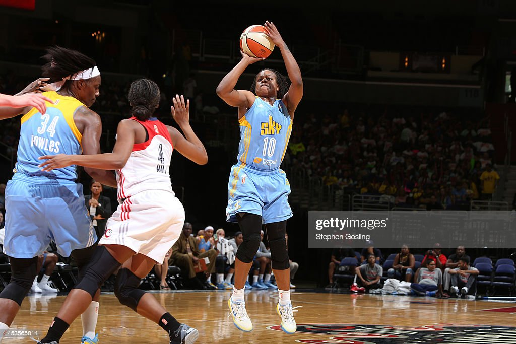 <a gi-track='captionPersonalityLinkClicked' href=/galleries/search?phrase=Epiphanny+Prince&family=editorial&specificpeople=490901 ng-click='$event.stopPropagation()'>Epiphanny Prince</a> #10 of the Chicago Sky shoots against Tayler Hill #4 of the Washington Mystics at the Verizon Center on August 13, 2014 in Washington, DC.
