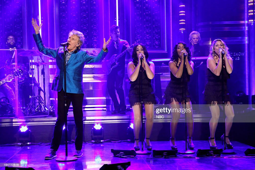 Musician Rod Stewart performs on October 28, 2015 --