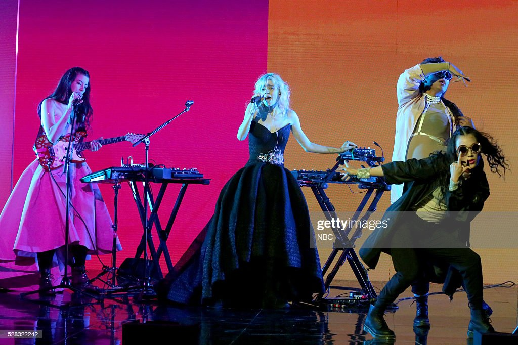 Musical guest <a gi-track='captionPersonalityLinkClicked' href=/galleries/search?phrase=Grimes+-+Musicienne&family=editorial&specificpeople=10073073 ng-click='$event.stopPropagation()'>Grimes</a> performs on May 4, 2016 --
