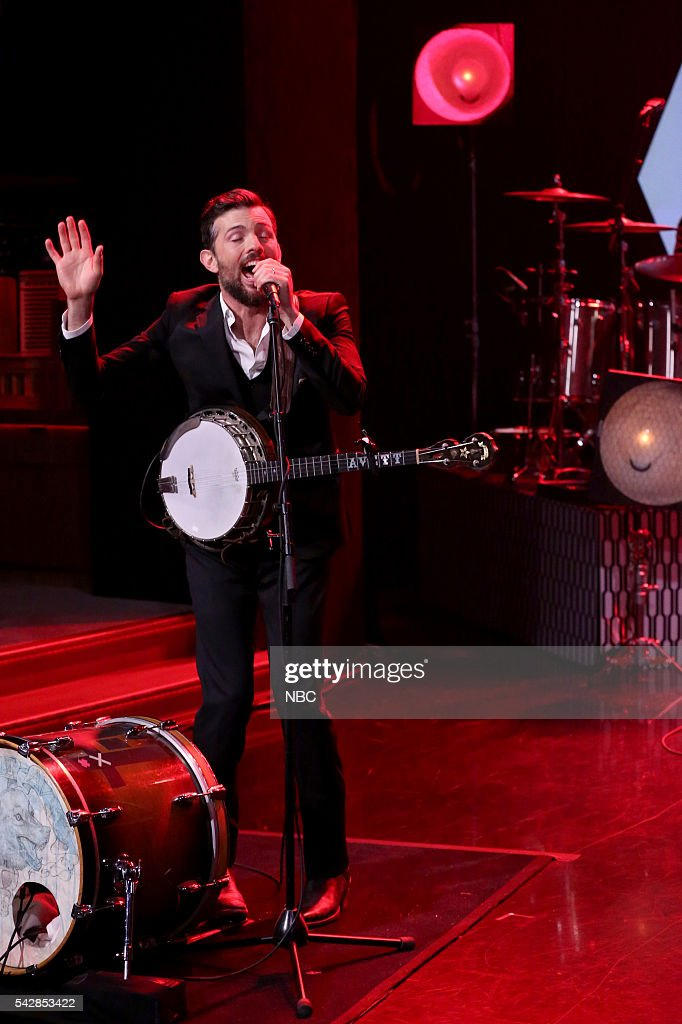 <a gi-track='captionPersonalityLinkClicked' href=/galleries/search?phrase=Scott+Avett&family=editorial&specificpeople=4271008 ng-click='$event.stopPropagation()'>Scott Avett</a> of musical guest The Avett Brothers performs on June 24, 2016 --