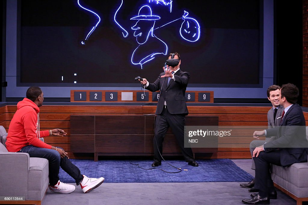 Comedian Michael Che, announcer Steve Higgins, actor Andrew Rannells, and host Jimmy Fallon play 'VR Pictionary' on December 16, 2016 --