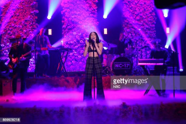 Noah Cyrus performs 'Again' on October 10 2017