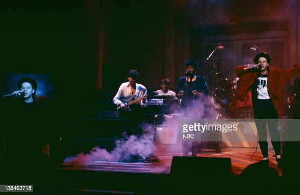 Musical guest Simple Minds perform on November 9 1985