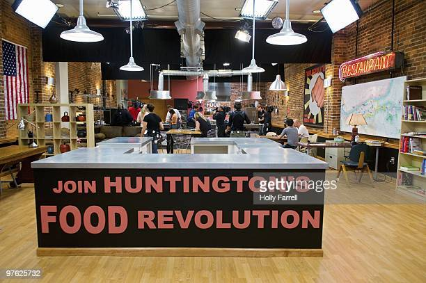 S FOOD REVOLUTION 'Episode 103' Jamie continues on his vital mission to convince the people of Huntington to change their eating habits and get fresh...