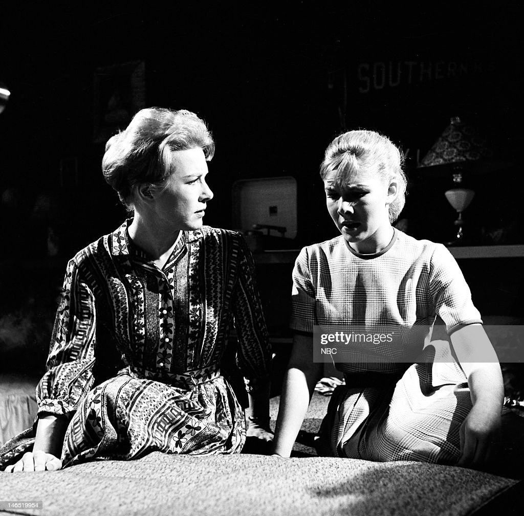 Patricia Allison as Barbara Lee, Jacqueline Courtney as Ann Lee --