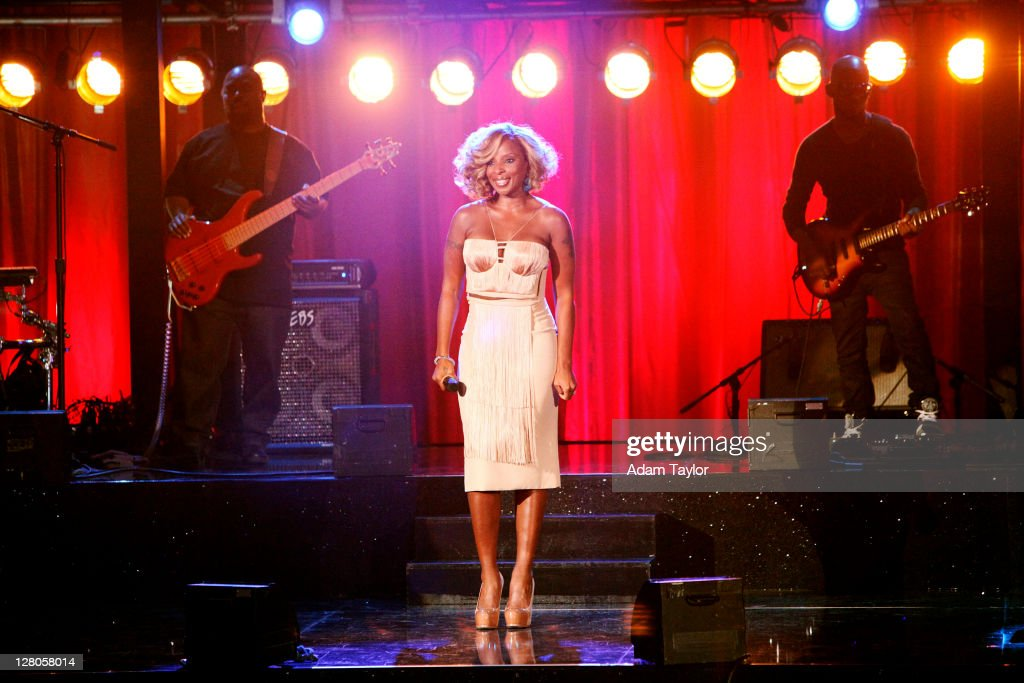 SHOW - 'Episode 1303A' - Multi-platinum R&B recording artist Mary J. Blige took the stage for an unforgettable performance singing two songs, 'Real Love' and '25/8,' on 'Dancing with the Stars the Results Show,' TUESDAY, OCTOBER 4 (9:00-10:01 p.m., ET), on the ABC Television Network. J. BLIGE