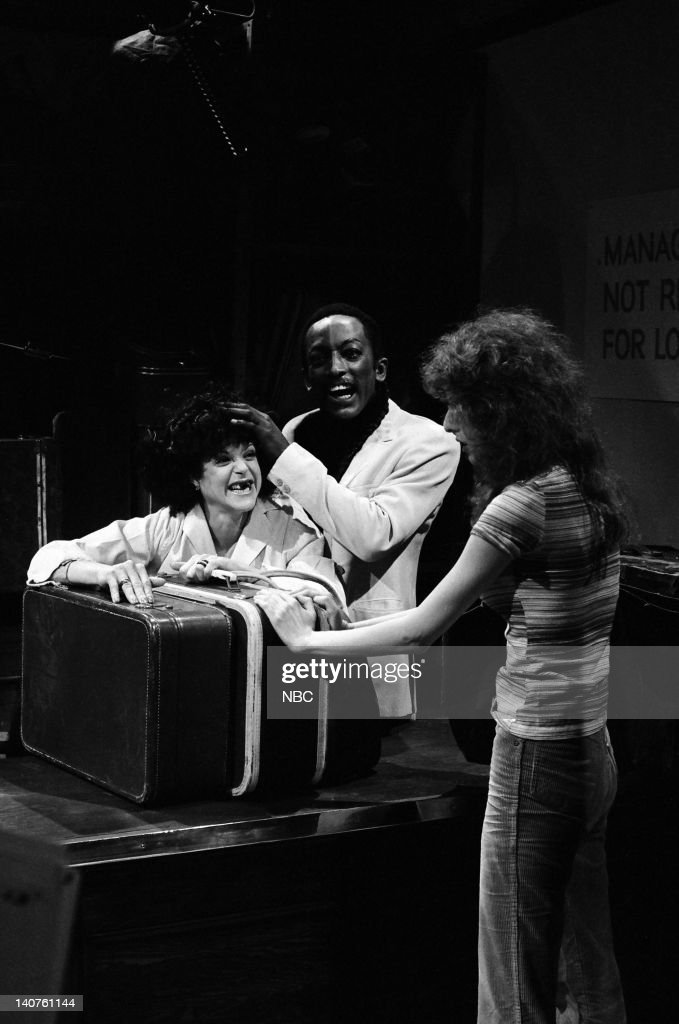 Gilda Radner as the assistant, Garrett Morris as Dr. Mobius, Laraine Newman as customer during 'The Island of Lost Luggage' skit on March 25, 1978 -- Photo by: NBCU Photo Bank