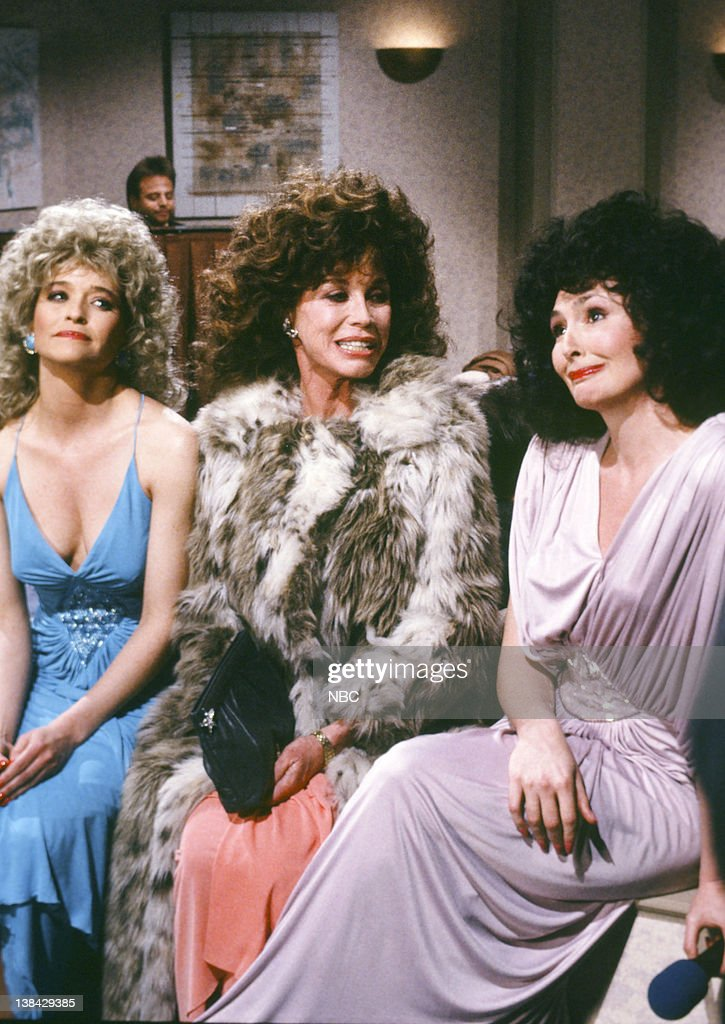 Exceptional Sweeney Sisters Christmas Party Video Part - 7: Jan Hooks As Candy Sweeney, Mary Tyler Moore As Audrey, Nora Dunn As Liz