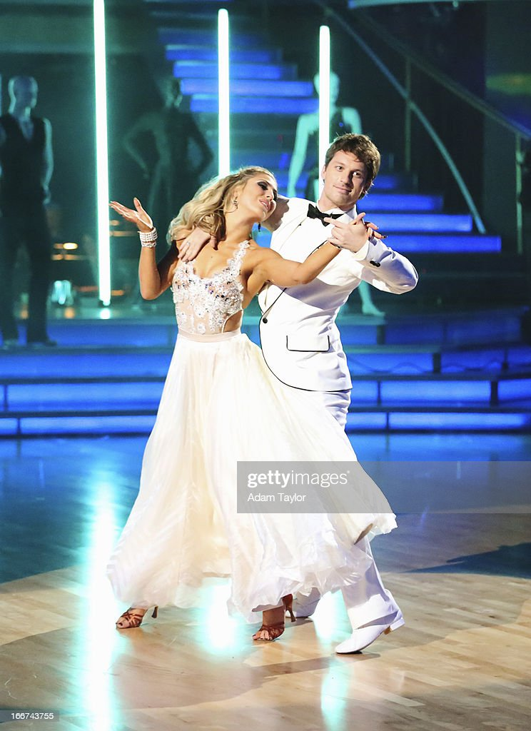 STARS - 'Episode 1605' - Nine remaining couples hit the dance floor and faced an exciting new challenge MONDAY, APRIL 15 (8:00-10:01 p.m., ET). In another first for 'Dancing with the Stars,' a new twist called 'Len's Side By Side Challenge' tasked each couple to perform a portion of their individual dance alongside a pro dance couple. MACMANUS