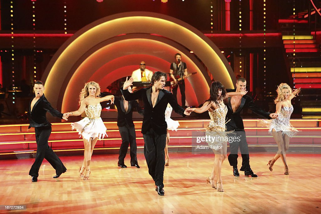 STARS - 'Episode 1606' - Special guest country superstar Hunter Hayes performed with Stevie Wonder in a spectacular opening performance, on 'Dancing with the Stars,' MONDAY, APRIL 22 (8:00-10:01 p.m., ET), on ABC. CARSON