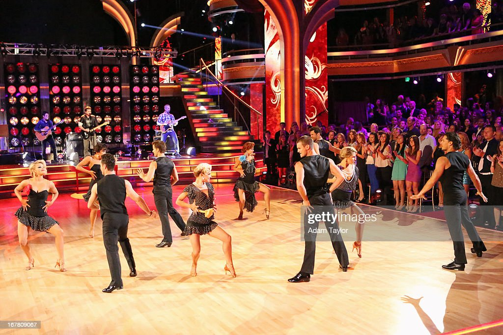 STARS - 'Episode 1607' - The show featured music by Grammy winner and Spanish language rock artist Juanes, who performed a medley of his hits, including 'La Camisa Negra' and 'Cumbia Sexy,' on 'Dancing with the Stars,' MONDAY, APRIL 29 (8:00-10:01 p.m., ET), on ABC. WITNEY CARSON, JUANES (ON STAGE), CHERYL