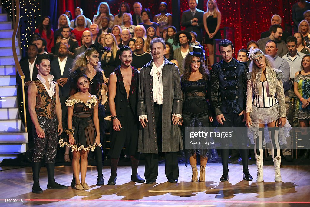 STARS - 'Episode 1707' - The competition continued as eight remaining celebrities performed two new routines on 'Dancing with the Stars,' MONDAY, OCTOBER 28 (8:00-10:01 p.m., ET). The night began with a spectacular opening number choreographed by Emmy Nominated choreographer, Mandy Moore. The competition was then split into two rounds. In the first round, each couple took on a dance style they have not been previously performed including the Salsa, Quickstep, Samba, Cha Cha, Paso Doble, and Jive. In the second round, the cast danced together in two separate teams, with each couple having a featured solo. SASHA FARBER, NICOLE 'SNOOKI' FARBER, ELIZABETH