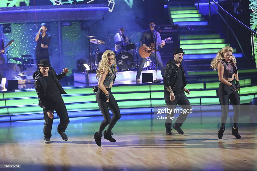 STARS - 'Episode 1711A' - The finale featured Enrique Iglesias singing his current hit 'Heart Attack,' in the two-hour Season Finale on 'Dancing with the Stars,' TUESDAY, NOVEMBER 26 (9:00-11:00 p.m., ET), on ABC. , PAUL KIRKLAND, LINDSAY ARNOLD, MARK BALLAS, WITNEY CARSON