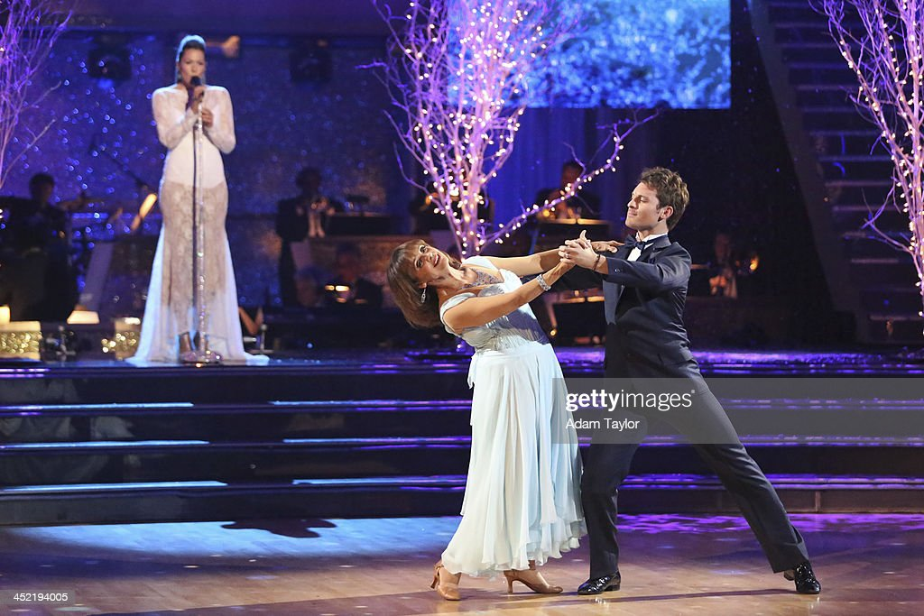 STARS - 'Episode 1711A' - Valerie Harper danced with partner Tristan MacManus to a version of 'What a Wonderful World' by singer Colbie Caillat, on the two-hour Season Finale on 'Dancing with the Stars,' TUESDAY, NOVEMBER 26 (9:00-11:00 p.m., ET), on ABC. COLBIE CAILLAT (ON STAGE), VALERIE
