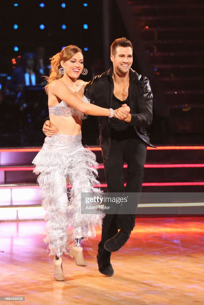 STARS - 'Episode 1808' - In the Duel Round, two couples were paired up to perform a style of dance that they've both previously performed. All four members of the mini team danced together to the same song but during the middle of the performance, the Pros left the floor, leaving the two celebrities to dance together, on 'Dancing with the Stars' MONDAY, MAY 5 (8:00-10:01 p.m., ET) on the ABC Television Network.