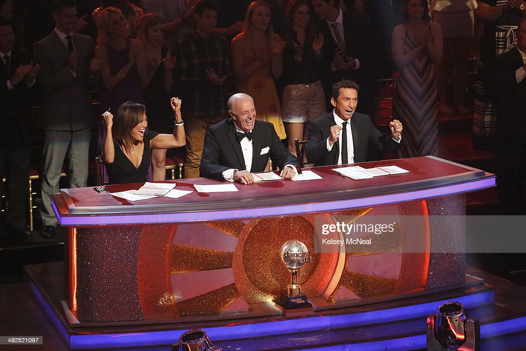STARS - 'Episode 1810A' - In the two-hour Season Finale on TUESDAY, MAY 20 (9:00-11:00 p.m., ET) the show began with a high-energy performance featuring a reunion of all 12 of this season's couples as well as the judges. CARRIE