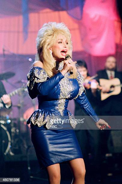 Singer Dolly Parton performs on March 5 1993