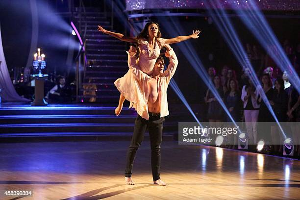 STARS 'Episode 1908' 'Dancing with the Stars' paid tribute to wellknown twosomes both real and fictional during 'dynamic duo' night MONDAY NOVEMBER 3...